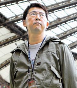 5月16日、上岩ワールドカップ競技場で行われた韓国とエクアドル代表チームの親善試合取材現場に立った慎武宏さん。