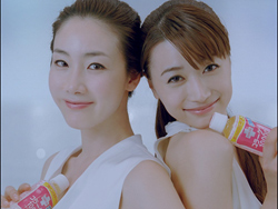 チェ・ジウ(左)とキム・ヨンア