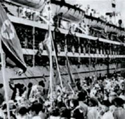 北送された在日同胞を歓迎する北朝鮮の人たち。 =(写真:在日本大韓民国民団ホームページ)