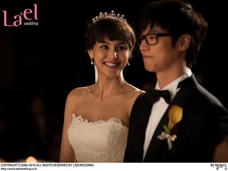 女優イ・ユジンとキム・ワンジュ・アイスホッケー監督の結婚式の写真(写真:ラエルウェディング)