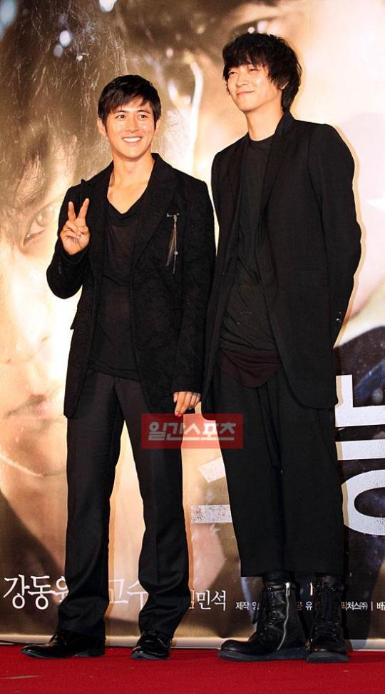コ・ス(左)とカン・ドンウォン