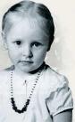 幼い頃のカテリーナさんの姿。=(写真:『プーチン自叙伝』)