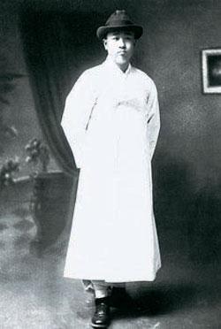 韓国の文化財搬出を防ぐために全財産を投じて努力した全ヒョン弼(チョン・ヒョンピル、1906-62)。