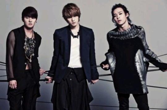 男性3人組のJYJ(ジュンス、ジェジュン、ユチョン)