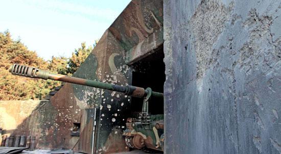 延坪部隊K-9自走砲隊陣地に北朝鮮が撃った砲弾の痕跡が鮮明に残されている。