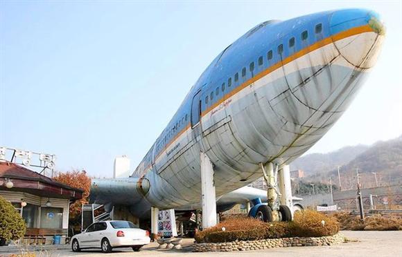 韓国のソウル近郊、南楊州市に放置されているボーイング747ジャンボ1号機(写真=LAタイムズ)。