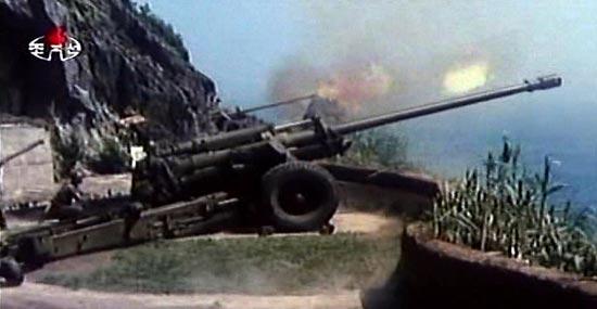 北朝鮮の朝鮮中央テレビが19日、海岸砲の射撃場面が入った映画「守護者たち」を放送した(朝鮮中央テレビ撮影)。