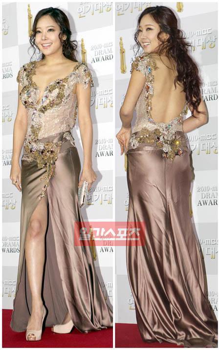 30日、一山MBCドリームセンターで開かれた2010MBC演技大賞授賞式でフォトタイムに応じているソ・ユジン。