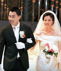 26日にキム・ユンミさんと結婚した李机浩。