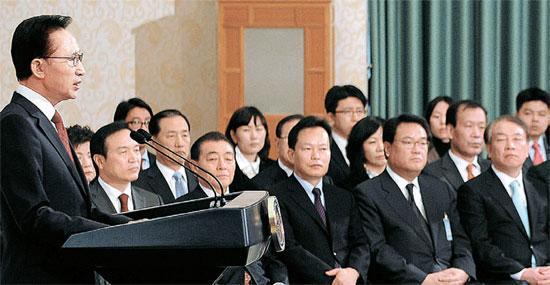 李明博大統領が3日午前、青瓦台で新年特別演説を行っている。