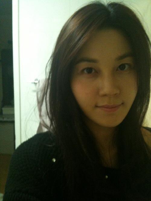 自身のフェースブックに自分撮り写真を掲載して話題になっている女優キム・ハヌル(写真=自身のフェースブック)。