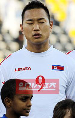 アジアカップに出場中の北朝鮮代表チームの鄭大世(チョン・テセ、27、ボーフム)。