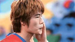 25日に行われた日本とのアジアカップ準決勝で、奇誠庸(キ・ソンヨン)が見せたパフォーマンス。