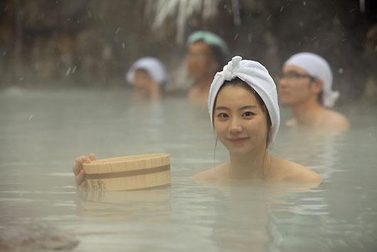 秋田県鶴の湯温泉に行ったパク・スジン