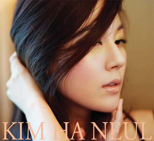 自らの名前を冠したスマートフォンのアプリケーションに登場する女優キム・ハヌル。