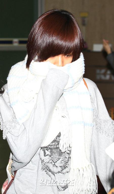 16日午前、単独で日本に出国したKARAのハン・スンヨン。