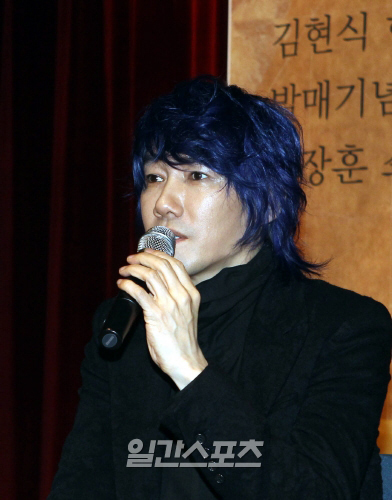 28日に韓国広報専門家の徐敬徳教授と組んで「独島(トクト)フェスティバル」を開催する歌手キム・ジャンフン。