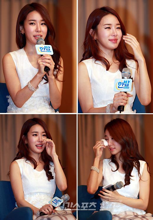 22日、ソウル木洞(モクドン)SBS(ソウル放送)社屋で記者懇談会で激励を受けたユ・インナが涙を見せている。