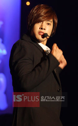 13日、東京のNHKホールで予定されていた「いたずらなキス」放映記念イベントを取り消したキム・ヒョンジュン。