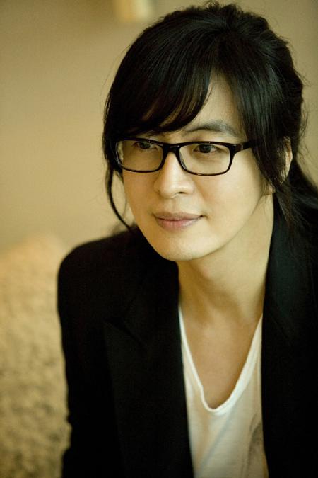 韓流スターらが日本の地震被災者支援のために提供した寄付金が50億ウォンを超えた(写真は俳優ペ・ヨンジュン)。