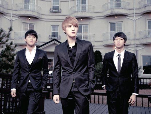 4月2日にタイ・バンコクで「JYJワールドツアーコンサート ・イン・2011」の公演を行うJYJ。