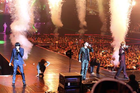 アジアのファンの熱狂の中で初のワールドツアーの火ぶたを切ったグループJYJ。