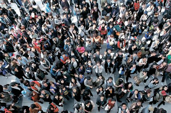 9日、釜山BEXCOで開かれたSBS(ソウル放送)「奇跡のオーディション」予選に俳優志望者およそ2200人が集まった。