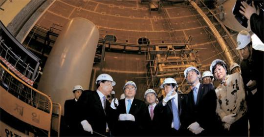 新古里3号機原子炉建設現場を訪問した国会議員。[蔚山=国会カメラマン団]