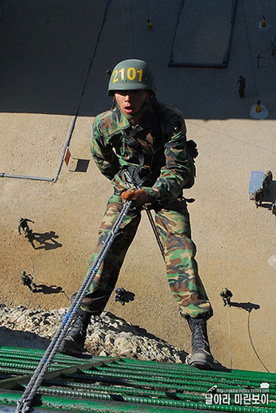 西海(ソヘ)ペクリョン島海兵隊6旅団に専属配置になったヒョンビン(本名キム・テピョン、写真=海兵隊ホームページ)。