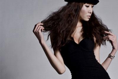 服毒自殺したモデルのキム・ユリさん(22、写真=本人のミニホームページ)。