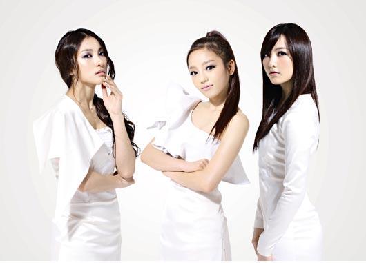 化粧品ブランド「ネイチャーリパブリック」のモデルとなった(左から)KARAのパク・ギュリ、ク・ハラ、カン・ジヨン。
