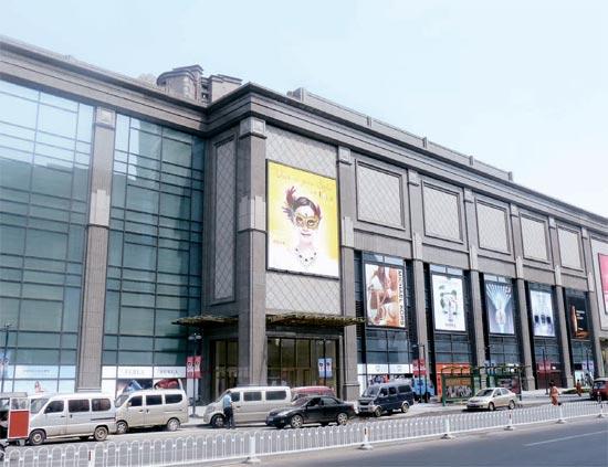 100%韓国内資本で建てられたロッテ百貨店天津店。「雪花秀」「on&on」など中国人に人気の韓国化粧品や女性衣類ブランド40余店が入店した。