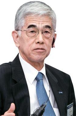 東レ本社の日覚昭広社長。