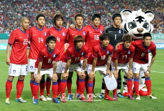 韓国サッカーがFIFA世界ランキングで先月より5つ順位が上がった26位になった。