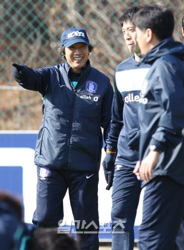 サッカー韓国代表チームの趙広来監督。