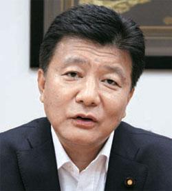 日本自民党の新藤義孝議員。