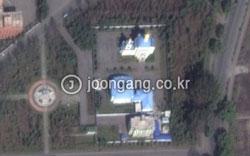 人工衛星で見たロシア正教寺院の全景(写真=グーグルマップ)。