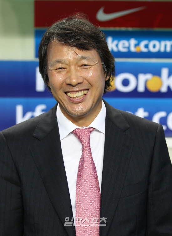 韓国サッカー代表の趙広来(チョ・グァンレ)監督。