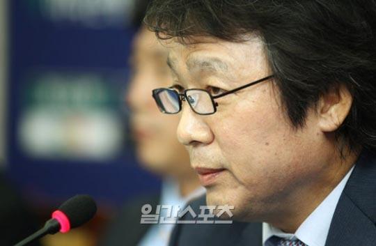 韓国代表チームの趙広来(チョ・グァンレ)監督。