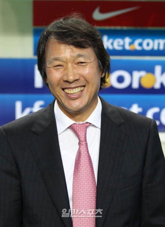 サッカー韓国代表の趙広来(チョ・グァンレ)監督。