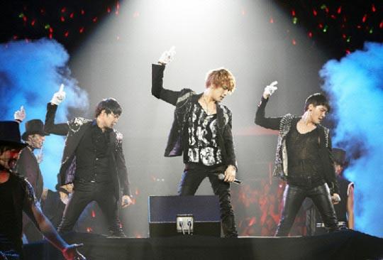 ドラマの挿入歌でそれぞれ人気を得ているJYJ(左からジュンス、ジェジュン、ユチョン)。