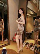 レオパード柄のワンピース姿を公開した女優コン・ヒョンジュ(写真=本人のツイッター)。