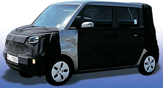起亜車「タム(TAM)」のスパイショット(車体の一部を隠したまま試験運転中の新車を撮った写真)。[オンライン自動車コミュニティー「ボベドリーム」キャプチャー]