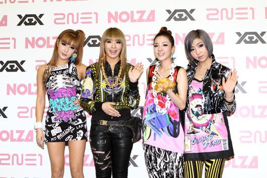 """「1st Japan Tour""""NOLZA in Japan""""」で日本でビューを果たしたガールズグループの2NE1(トゥエニィワン)。"""