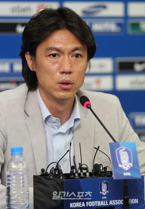 サッカーU-22韓国代表チームの洪明甫監督