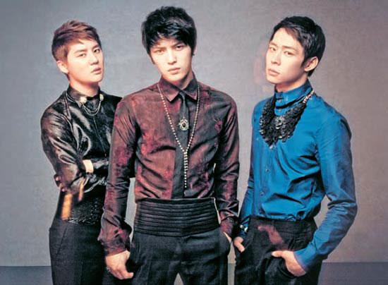 アイドルグループのJYJ。左からジュンス、ジェジュン、ユチョン(シージェスエンターテインメント提供)。