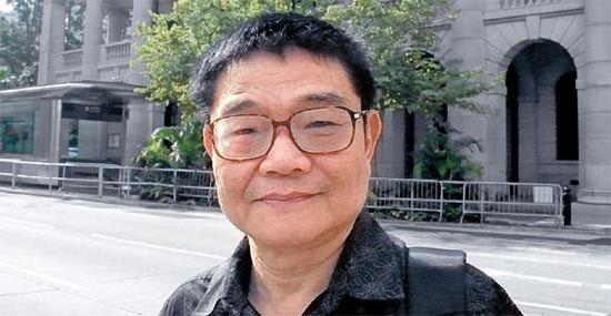 2日、香港金融街セントラルを訪れた香港政治学者デビッド・チュイ博士。 チュイ博士は中国人民解放軍の秘密資料を引用し、北朝鮮の6・25南侵を叙述した容疑で11年間の獄中生活を送り、6月に釈放された。 チュイ博士は「史料で証明が終わった北朝鮮の南侵と関連して北侵説が出るというのはあきれる」と述べた。