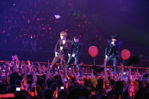 7日夜に開かれる「俳優らの夜」で、祝賀公演を行うグループのJYJ。