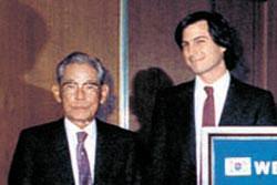 1983年11月、故李秉?(イ・ビョンチョル)サムスン会長はソウル太平路(テピョンノ)サムスン本館で、当時28歳だったスティーブ・ジョブズに会った(写真=サムスン提供)。