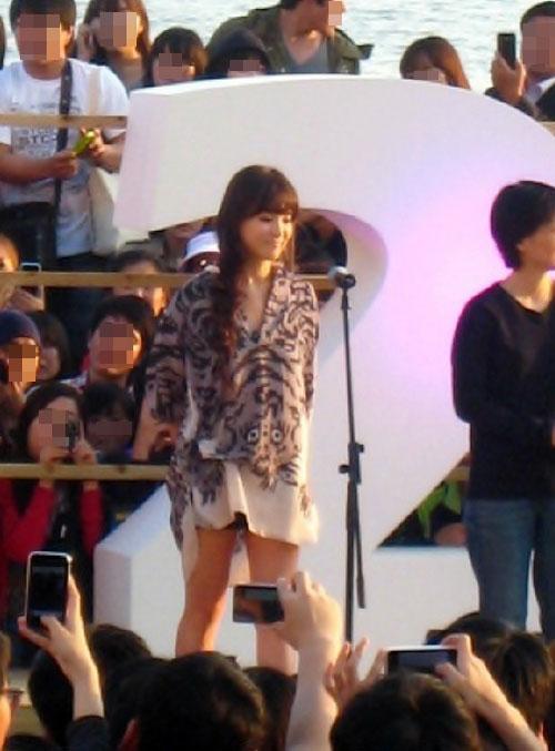 釜山国際映画祭に登場した女優ソン・ヘギョ。